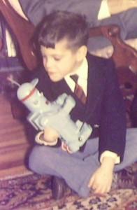 Our director and his toy robot / Notre directeur avec son jouet robot