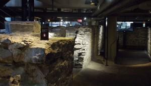 The foundation walls of the Royal Insurance Building / Les murs de fondation de l'édifice de la Royal Insurance