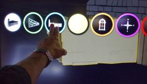 Touch screen allowed greater depth of information and videos available to visitor / Les écrans tactiles permettent aux visiteurs d'accéder à des vidéos et à de plus amples renseignements