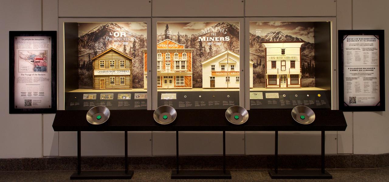 museum exhibit case