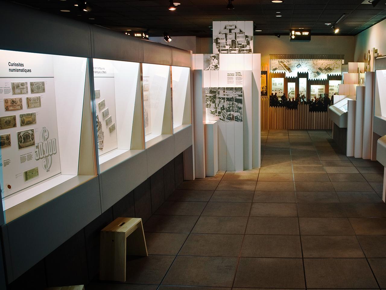 museum cases