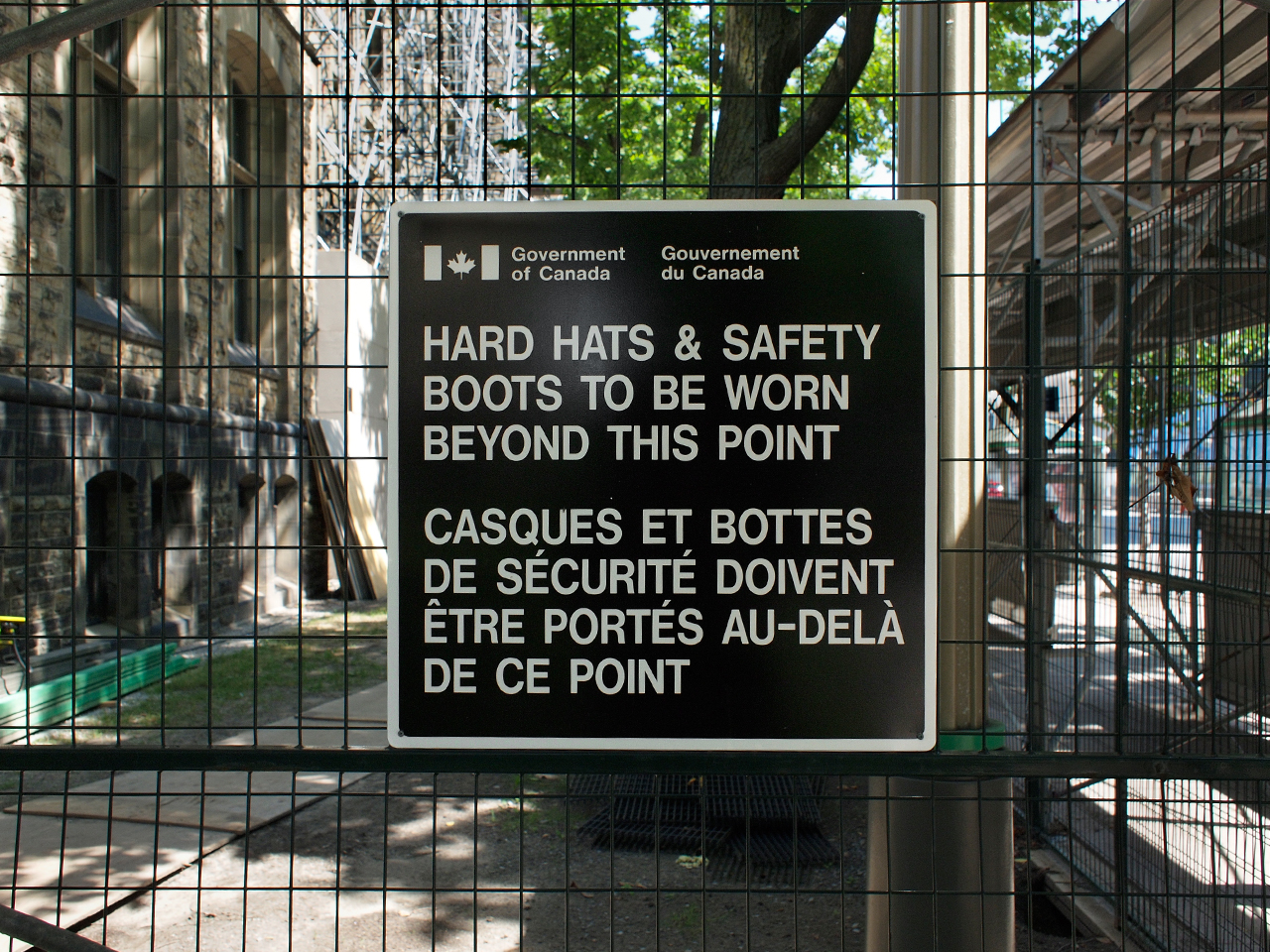 construction sign: hard hats required