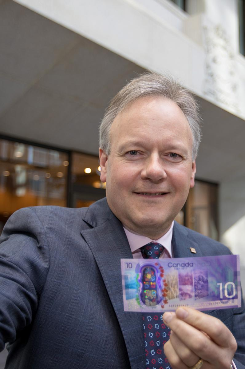 Stephen S. Poloz holding a new $10 bill