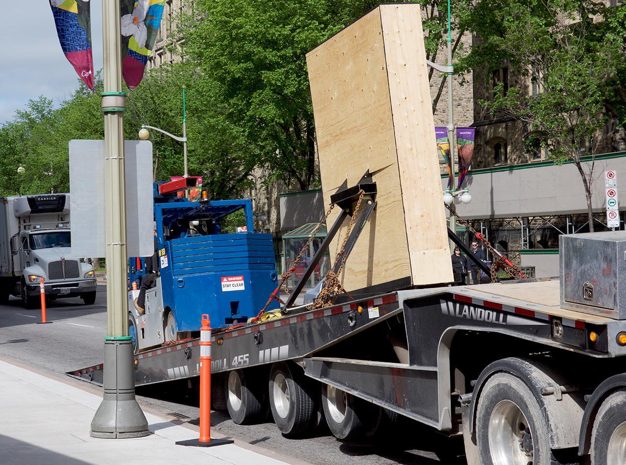 truck trailer tilting