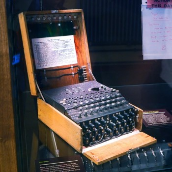 typewriter-like electric cypher machine