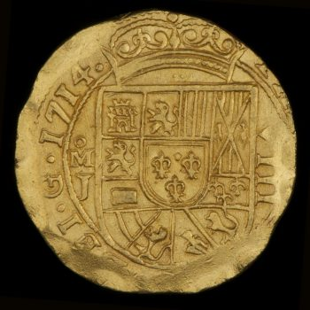 Gold coin of 8 escudos, obverse side, roughly made, detailed coat of arms.