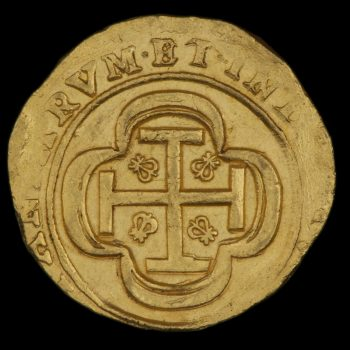 Gold coin of 8 escudos, reverse side, roughly made, cross potent with fleur-de-lis in each quadrant.